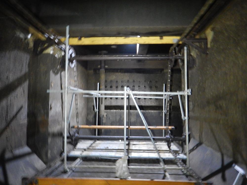 水槽内 作業台設置